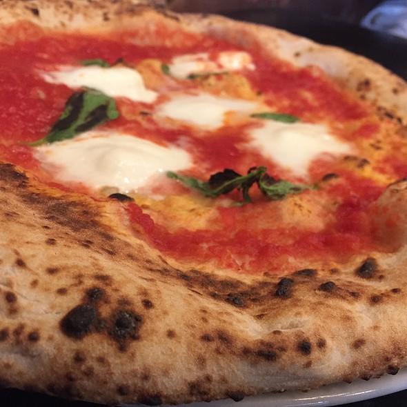 Margherita Pizza D.O.C. @ Lampo