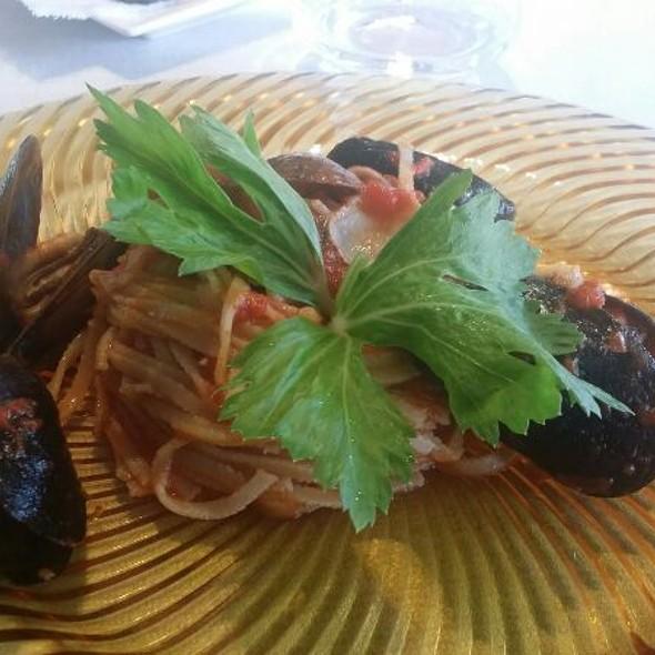 Spaghetti ai frutti di mare @ Red's Hotel