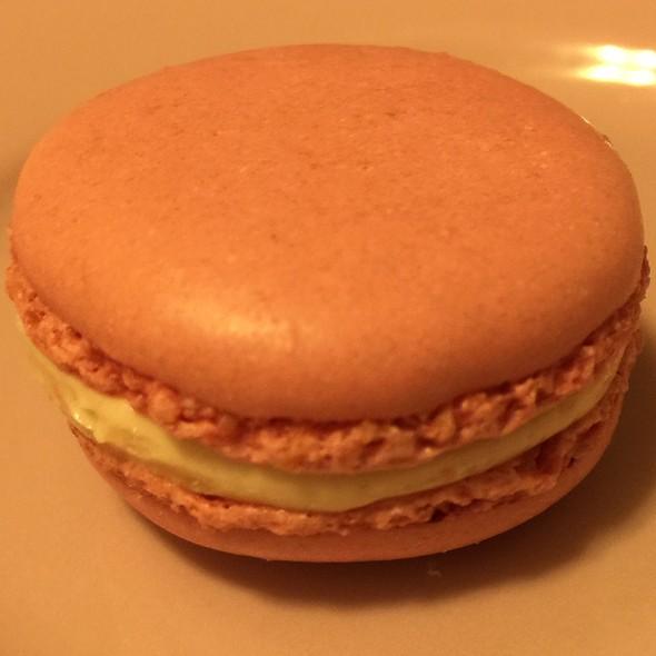 Rose Macaron @ Laduree Soho