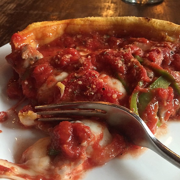 Deep Dish Pizza @ Gino's East South Loop