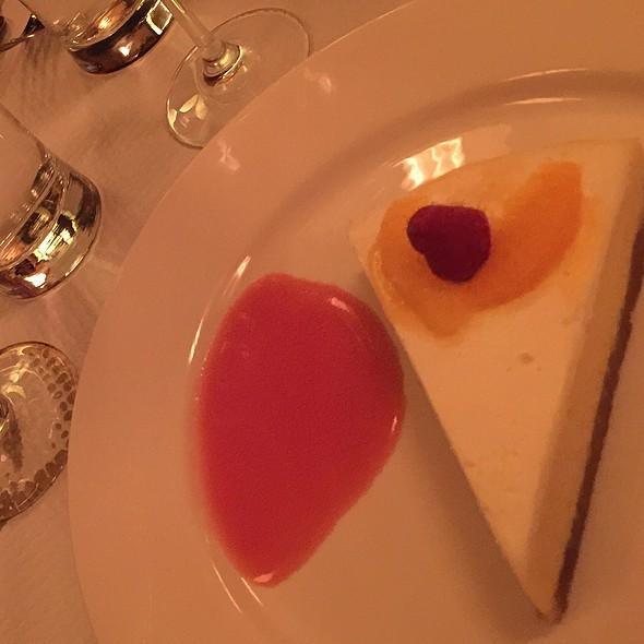 Orange And Sour Cream Cheesecake