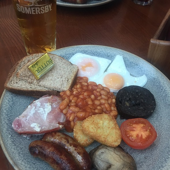 """English Breakfast """"The Full Monty"""" @ The Lion And Antelope"""
