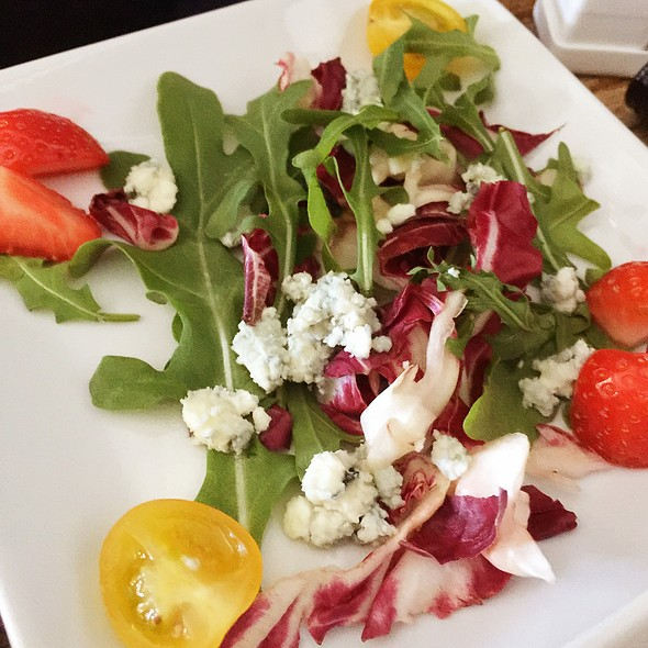 Radiccio And Rocket Salad @ Delta Air Lines First Class Lunch