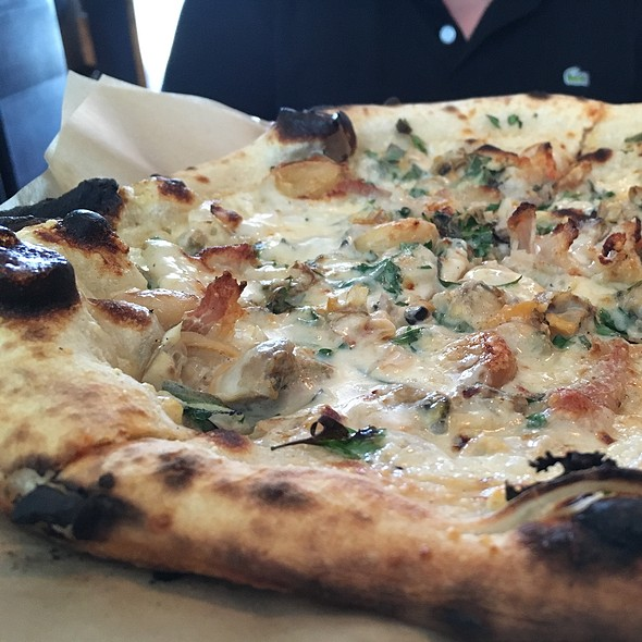 Clam Pizza @ Cart Driver