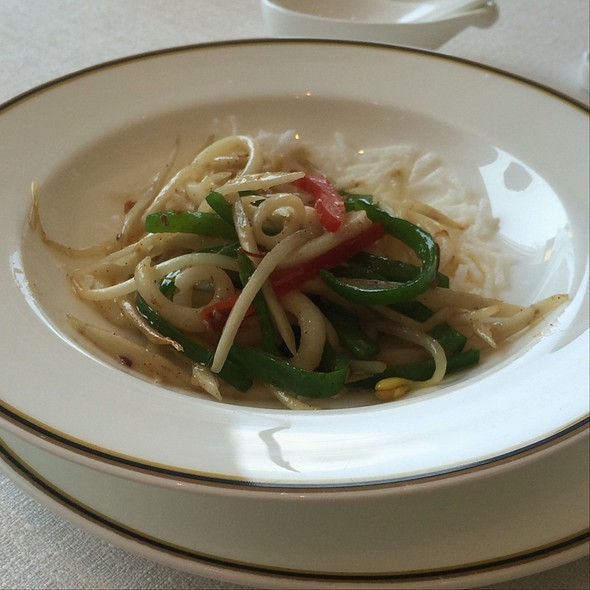 Pan Fried Squid With Bean Sprouts, Bell Peppers & Fried Glass Noodles @ 赤坂璃宮