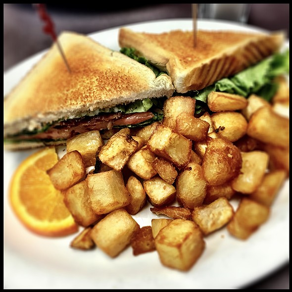Breakfast Blt With Homefries @ Fifty's Diner