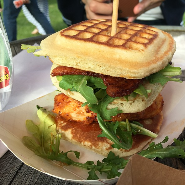 Chicken and Waffles @ Food Truck Eats Peller Estates