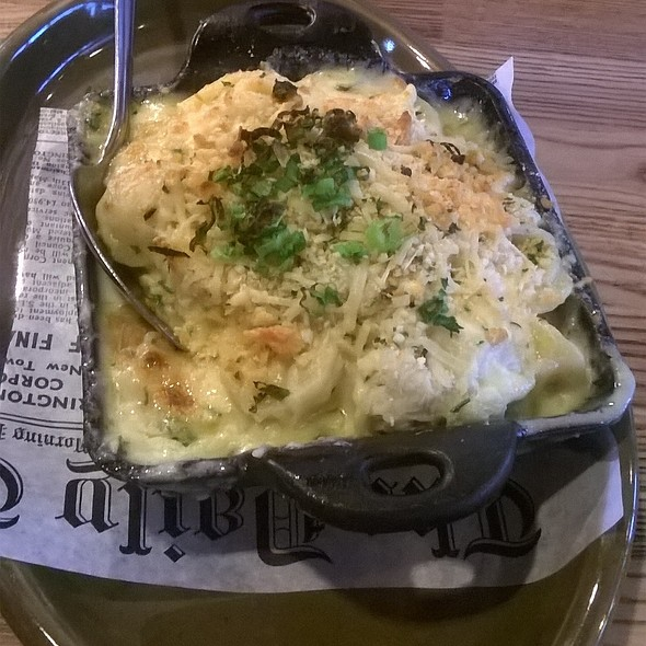 Crab Mac And Cheese @ Cutting board filipeno gastro pub