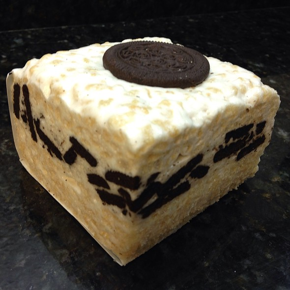 The Crispery Cookies & Cream Marshmallow Rice Treat