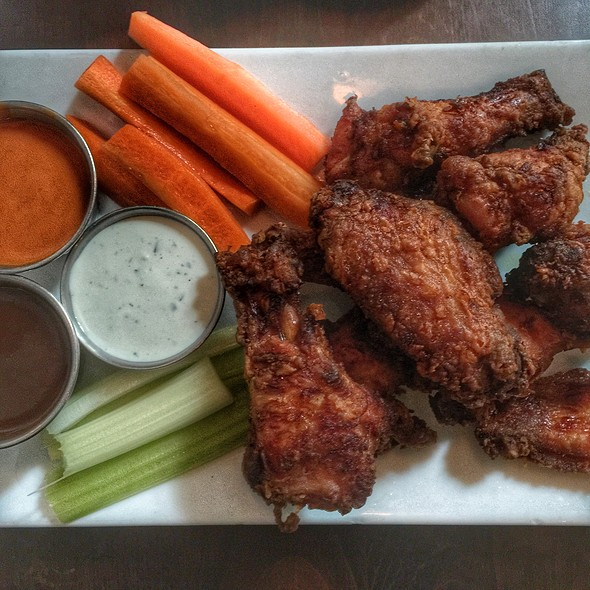 Chicken Wings @ The Three Monkeys