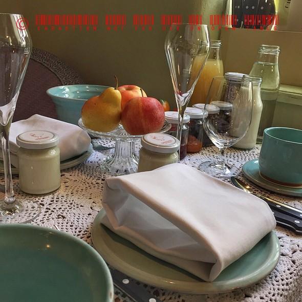 Breakfast Table @ Taubenkobel Greißlerei und Weinhandlung