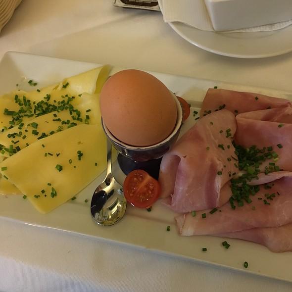 Breakfast @ Porzellan