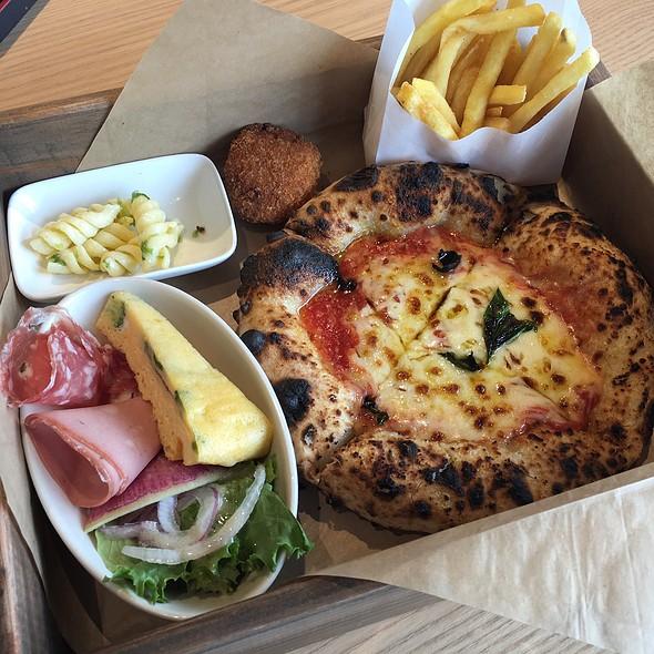 Pizza Freaking Bento Box @ Pizzeria Tana Forno Fresca