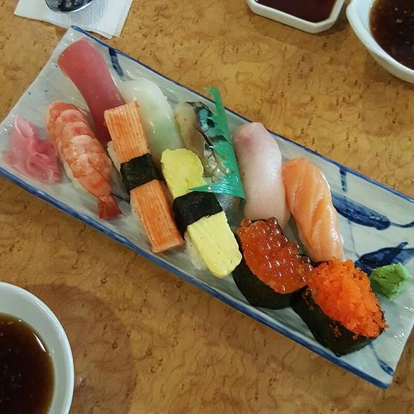 Assorted Sushi @ Kimpura (Trinoma)