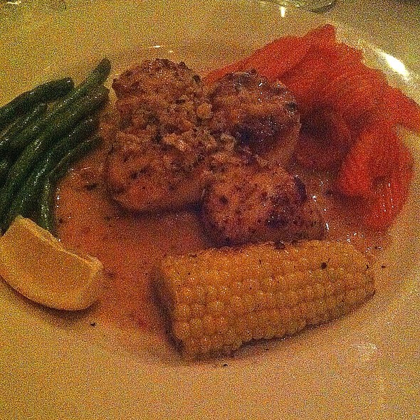 Seared Scallops With Fresh Sauteed Veggies @ Dwight's Bistro