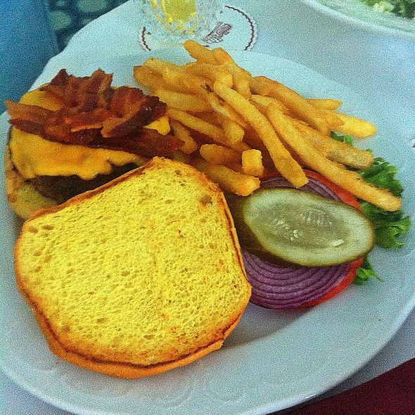 Cheeseburgers and fries @ Ponte Vedra Inn And Club