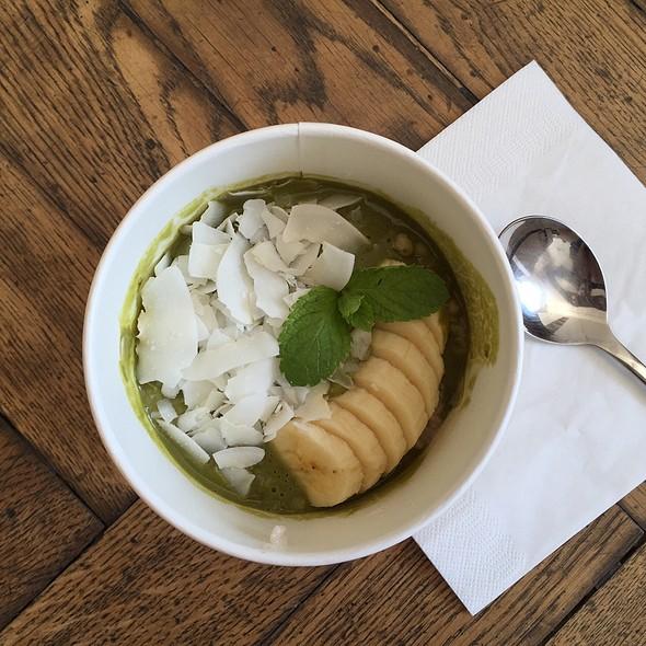 Matcha Coconut Porridge @ DALUMA