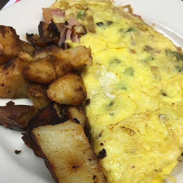 Western Omelette @ Mad Dog Morgans