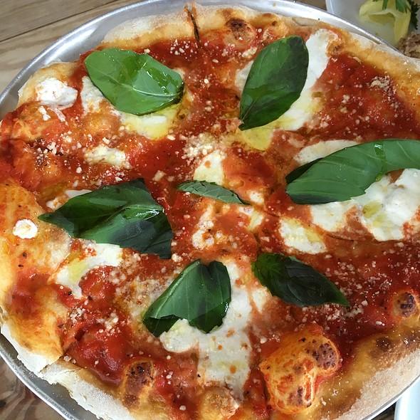 Margharita Pizza - Ruschmeyer's, Montauk, NY
