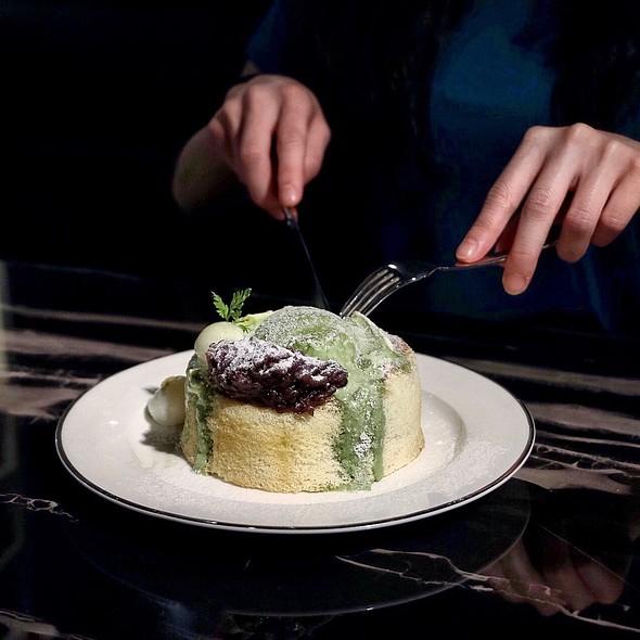Matcha Fuwafuwa Souffle Pancake 抹茶小倉梳乎厘班戟 @ UFUFU Cafe