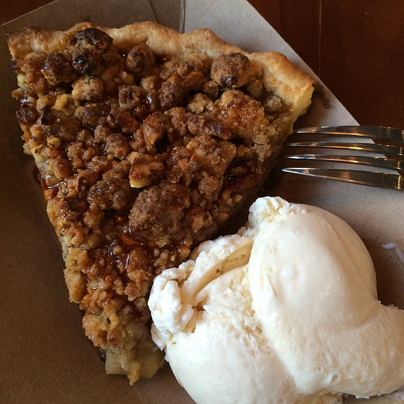 Green Chile Apple Pie A La Mode @ Chile Pies & Ice Cream