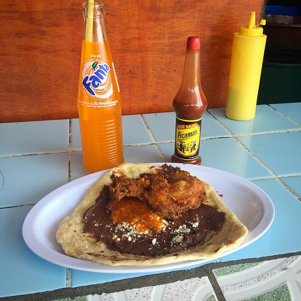 Pishtón con pollo y frijoles @ Streetfood: Guatemala