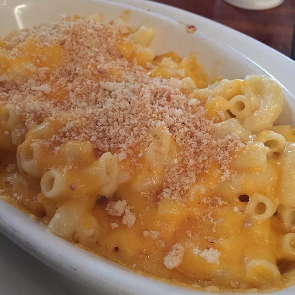 mac n cheese - Hyde Park Bar & Grill - Duval, Austin, TX