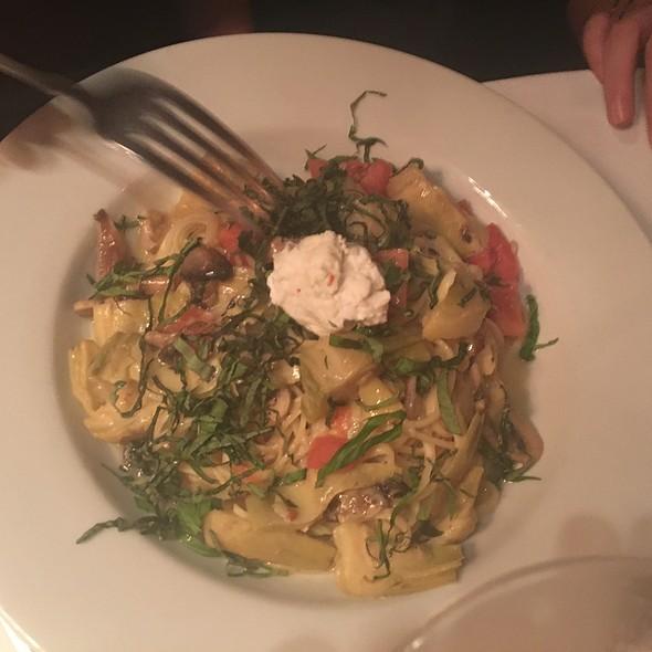 Linguini Primavera @ Garibaldi's Cafe