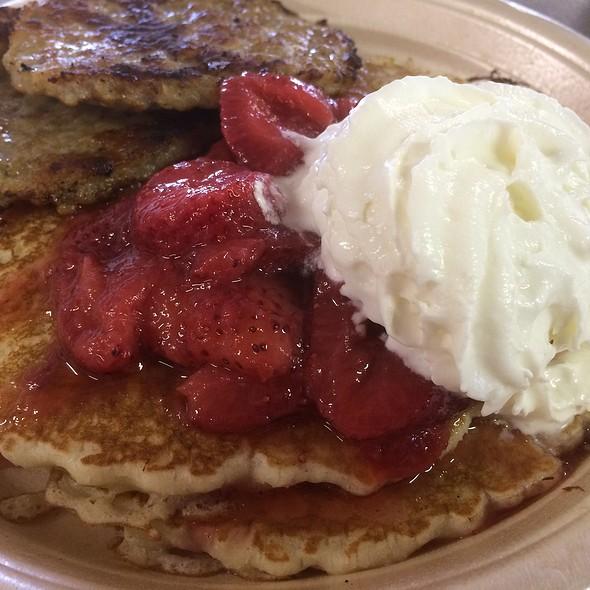 Strawberry Pancakes @ Triple B Farm