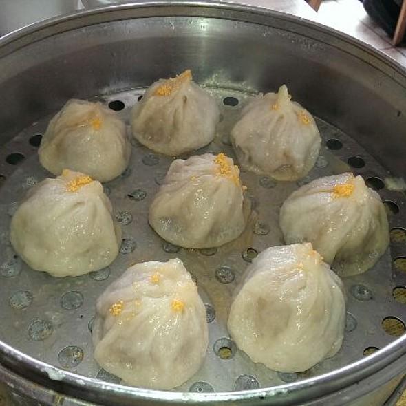 Crab And Pork Soup Dumplings @ Shanghai Dumpling King