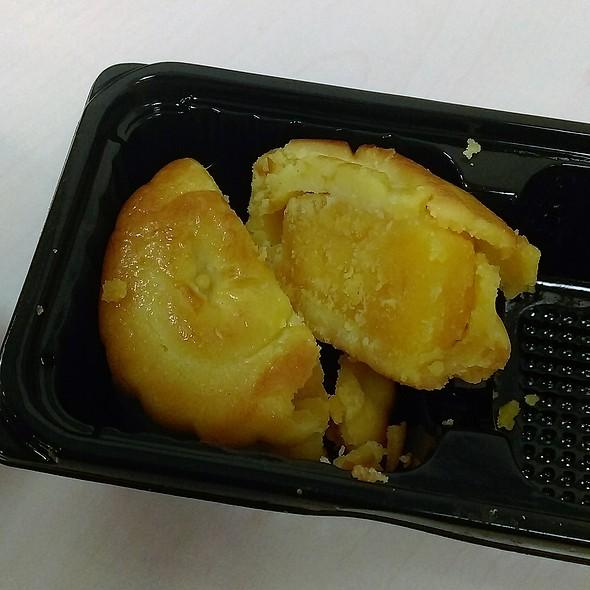 迷你奶黃月餅,Mini Crispy Custard Mooncake with Mashed Egg Yolk @ Italian Tomato