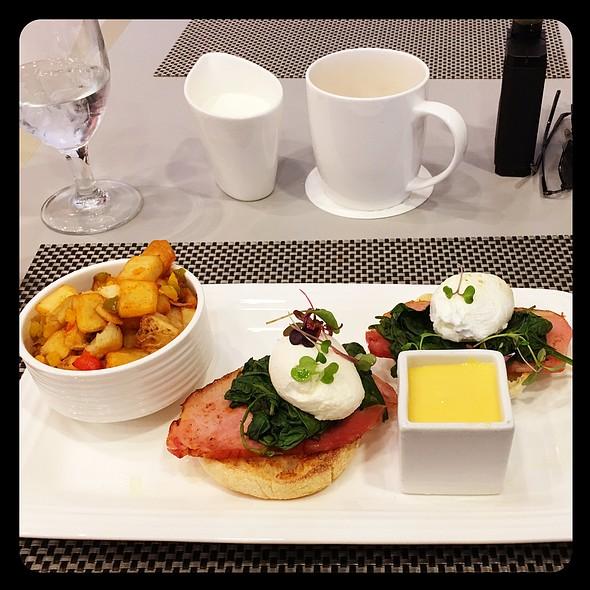 Eggs Benedict @ Market Café Vdara