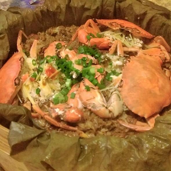 荷香籠仔蒸蟹飯 Lotus Wrapped Crab Over Rice in Bamboo Steamer @ Phoebe Cafe