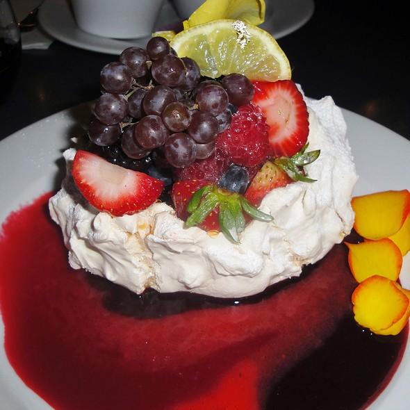 Pavlova @ Extraordinary Desserts