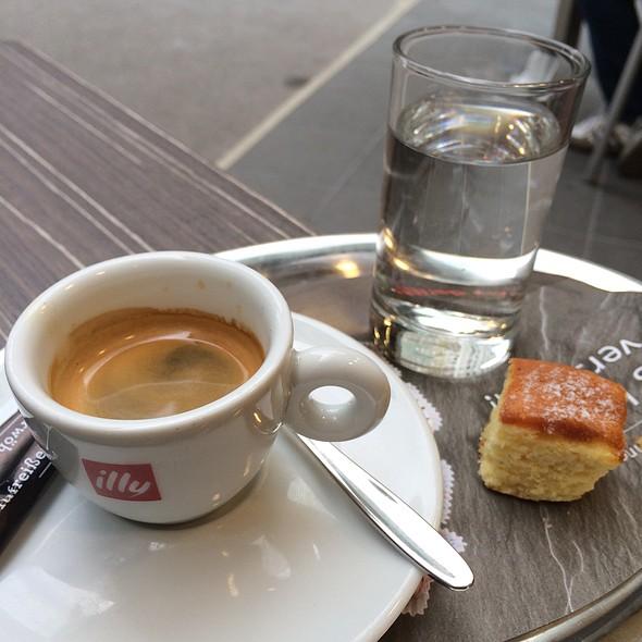 Espresso @ Bäckerei Der Mann