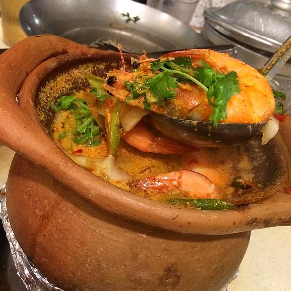 Claypot Coconut Tom Yum Soup Special 冬炎椰子海鲜汤 @ Spicy Thai Thai Cafe