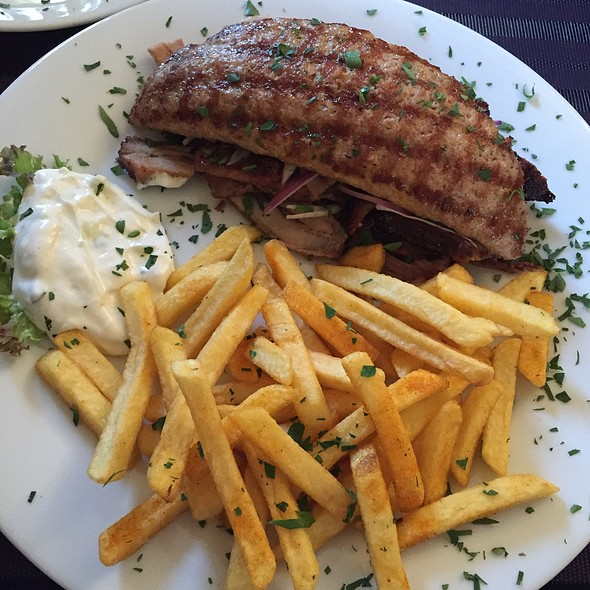 Bifteki, Gyros + Fries