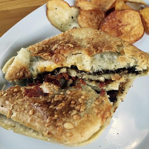 Steak, Cheese & Bacon Aussie Meat Pie @ Australian Bakery Cafe