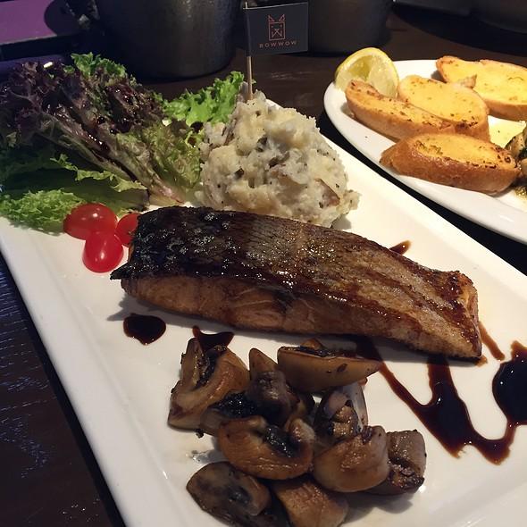 Minestrone Norwegian Salmon @ Bow Wow Cafe
