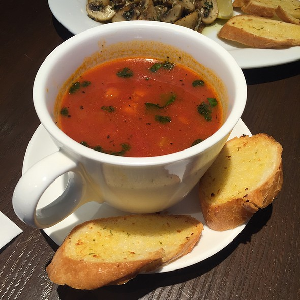 Minestrone Soup With Garlic Bread @ Bow Wow Cafe