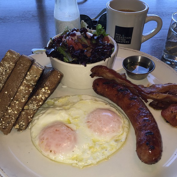 Classic breakfast with chorizo @ Diner Deluxe