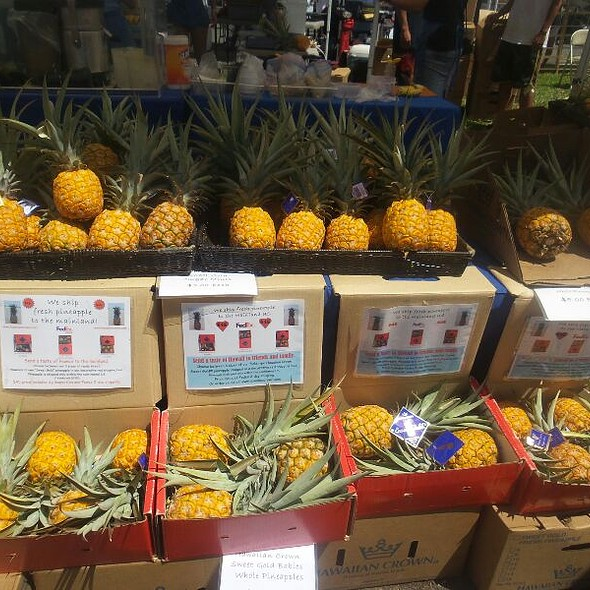 Hawaiian Pineapple  @ Kcc Farmers Market