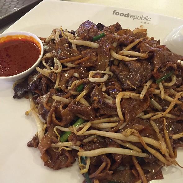 Fried Beef Kuey Teow @ thye hong @ food republic