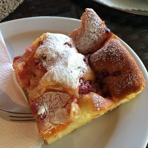 Apricot Cake @ Cafe Konditorei Südstadt