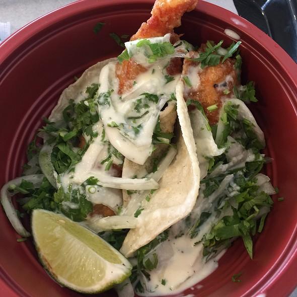 fish tacos @ King Poke