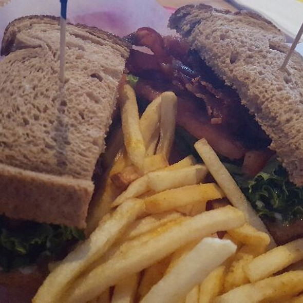 BLT @ Woody's Sports Bar and Grill