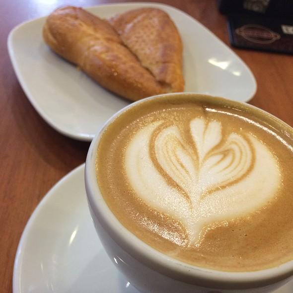 Cappuccino @ Grão Café