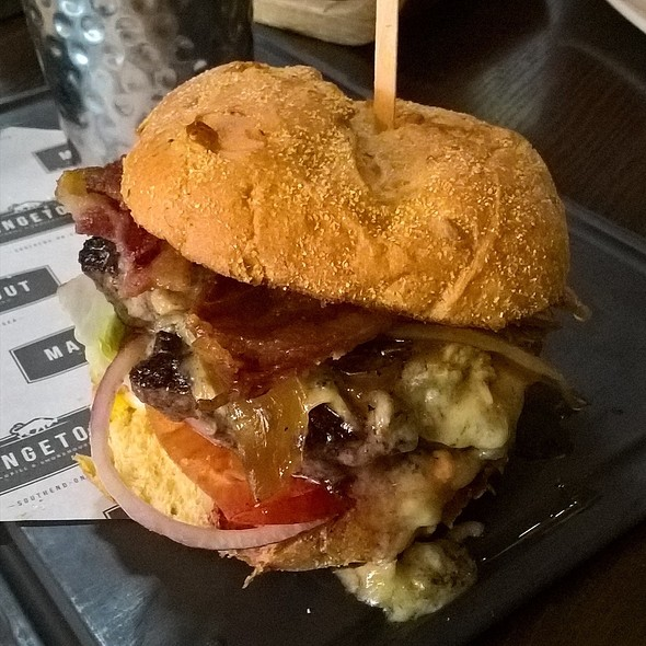 Sriracha Blue Burger @ Mangetout
