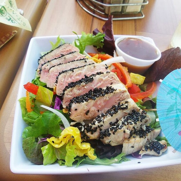 Seared Sesami Ahi Tuna Salad @ The Cheeseburger Factory
