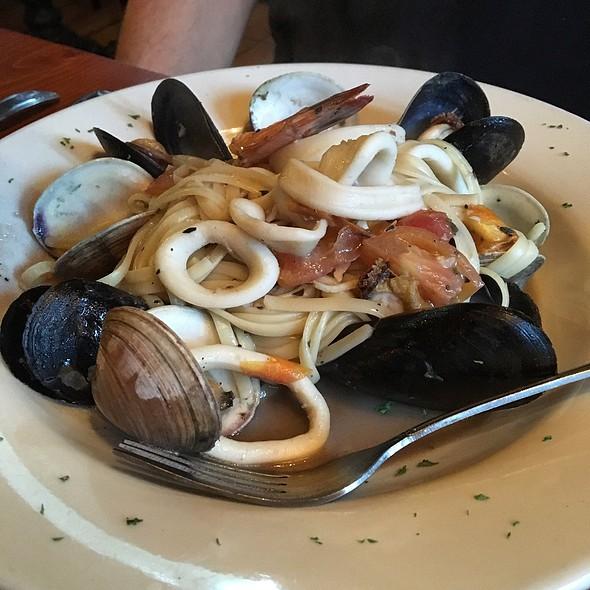 Linguine ai frutti di mare @ La Locanda Del Ghiottone Restaurant